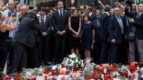 El fútbol vuelve a Barcelona en medio del dolor por sus víctimas