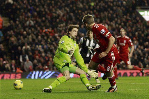 Liverpool derrota 3-1 a Newcastle en la Liga Premier