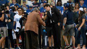 J.D. Martínez y Christian Yelich reciben premio Hank Aaron en Grandes Ligas