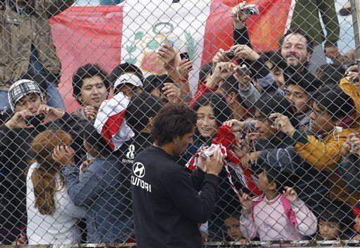 América: Colonia de peruanos disfruta presencia de su selección