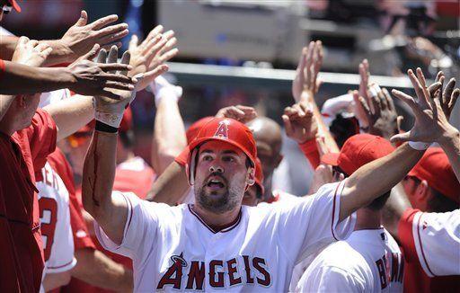 MLB: Angelinos 10, Dodgers 2; Napoli remolca 5 carreras