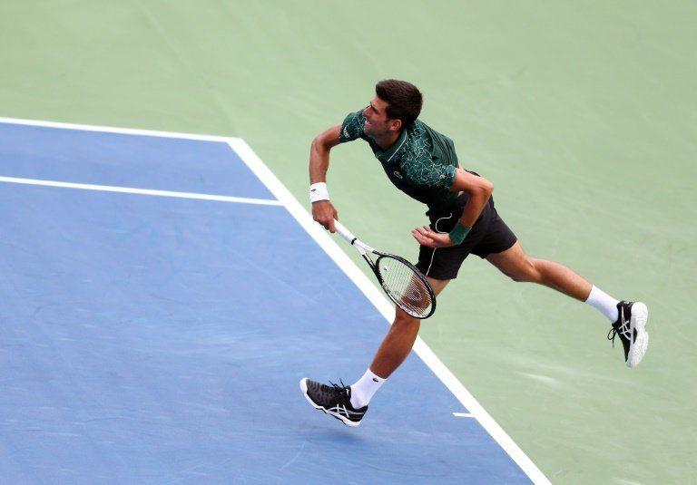Djokovic avanza con paso firme a tercera ronda de Toronto