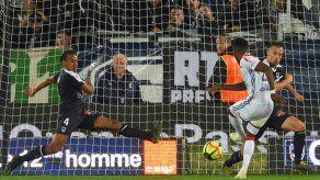Lyon gana 3-2 en Burdeos y consolida su tercer puesto