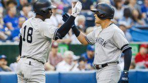Yankees despluman a Azulejos con dos jonrones del colombiano Urshela
