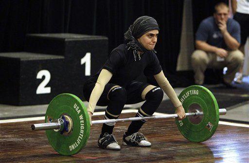 Musulmana hace historia en campeonato de halterofilia en EEUU