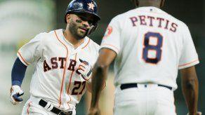 Astros siguen firmes con los bates de Altuve y Gurriel