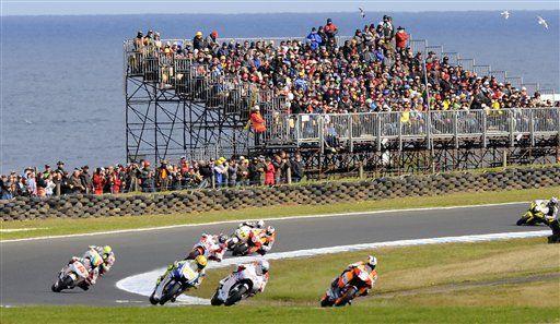 Stoner supera a Rossi y gana el GP de Australia