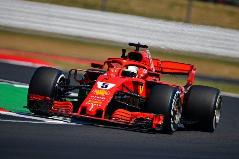 Vettel y Hamilton, codo con codo en la primera toma de contacto con Silverstone