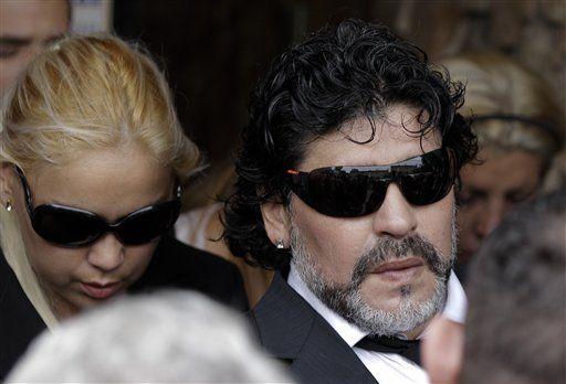Maradona recibe condolencias de técnico rival