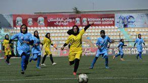 Prohíben a dirigentes del fútbol afgano salir del país por sospechas de violencia sexual