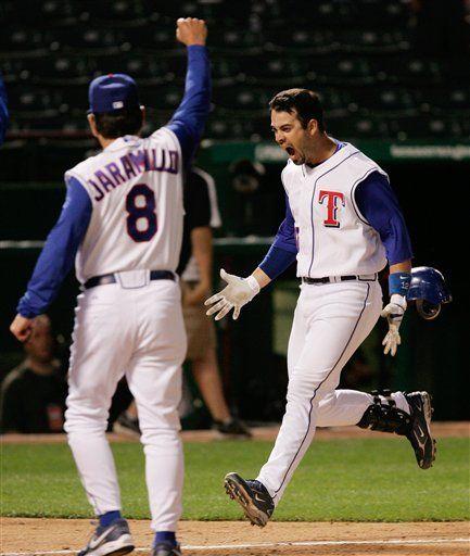 MLB: Rangers 13, Marineros 12; en 10 entradas
