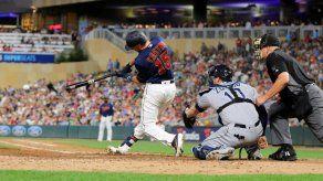 Jonrones latinos dan el triunfo a los Padres mientras los Yankees siguen a paso de récord