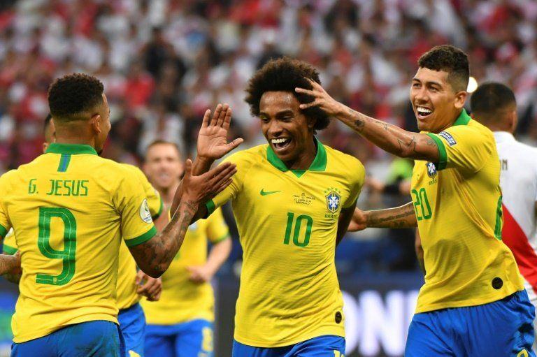 Brasil juega como Brasil y pavimenta camino para novena Copa América