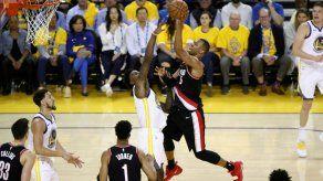 Curry anota 36 y los Warriors dan primero en la final del Oeste