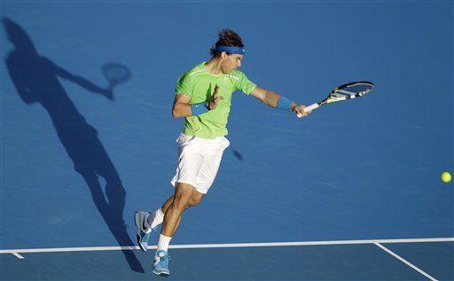 Serbio Djokovic vence a Ferrer y gana torneo de Abu Dabi