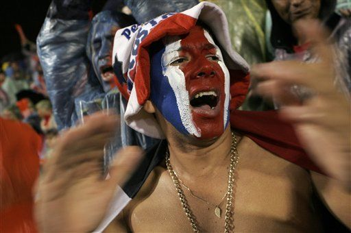 En un día, Costa Rica olvida penurias y celebra doble
