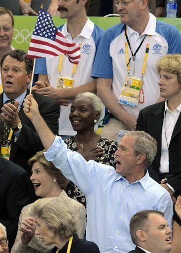 Himno estadounidense es interrumpido en ceremonia de medallas