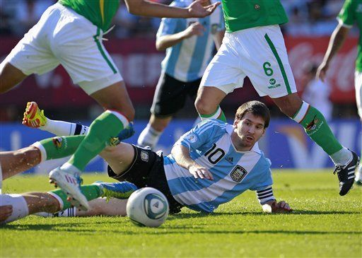 Mundial: Colombiano Bolívar dice que Messi es común y corriente
