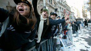 Oficinistas fanáticos de Yanquis arrojan documentos en desfile