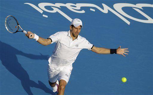 Djokovic vence a Federer en exhibición en Abu Dabi