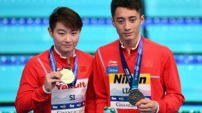 Dos chinos ganan clavados mixtos sincronizados en mundial