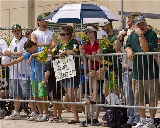 Aficionados no logran ver a Favre en Green Bay