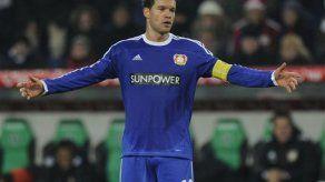 Ballack se iría del Leverkusen