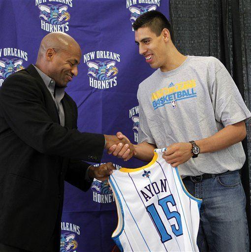 Hornets dan la bienvenida a Ayón, tercer mexicano en la NBA