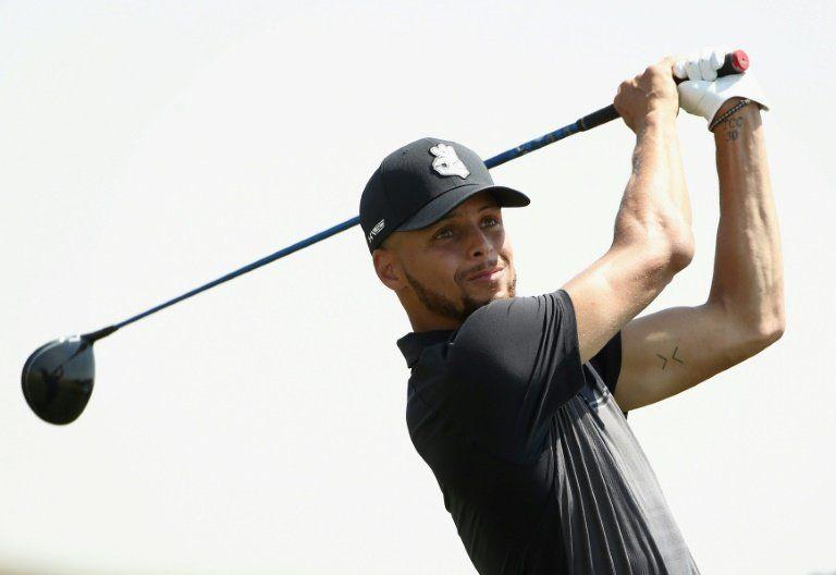 Stephen Curry, hábil en el básquet como en el golf