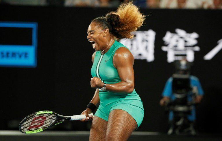 Djokovic y Serena siguen con paso firme en Australia