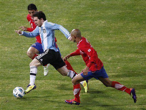 América: Tabárez no cree que Messi sea un Superman