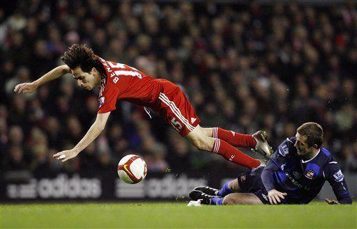 Liverpool y Chelsea ganan y siguen en carrera por Liga Premier