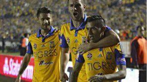 Tigres golea a Pumas y acecha el 4to título de su historia
