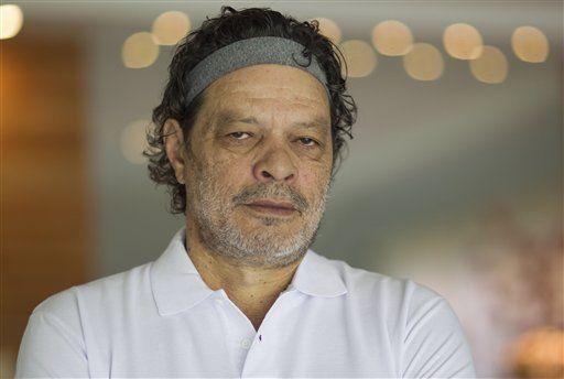 Fallece Sócrates ex capitán de la selección brasileña