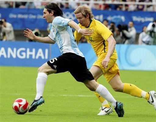 Argentina vence a Australia 1-0 y avanza