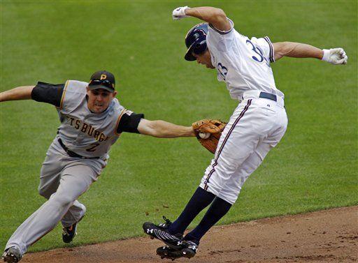 MLB: Cerveceros 4, Piratas 3, 12 innings