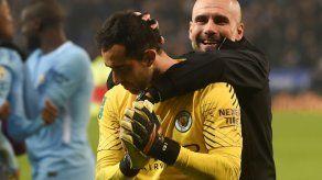 Claudio Bravo mete al Mánchester City en semifinales de la Copa de la Liga