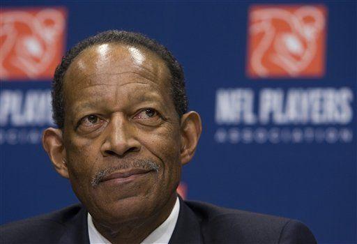 Muere por cáncer ex jugador y líder sindical de NFL