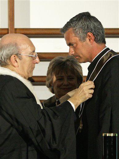 Mourinho recibe doctorado honorífico