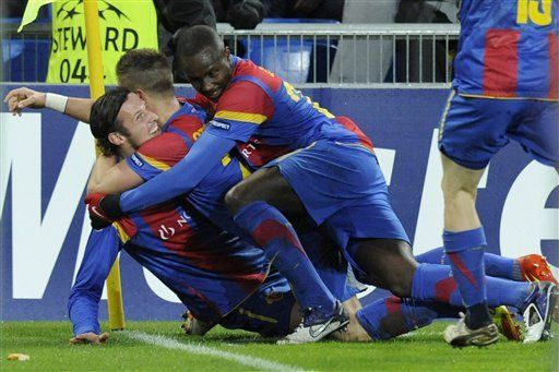 Campeones: Basilea elimina a Manchester United