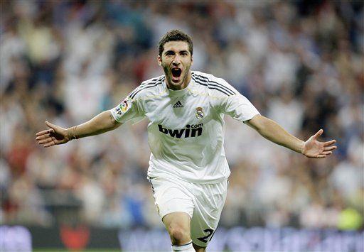 Higuaín marca 2 goles y Real Madrid vence 2-0 al Getafe