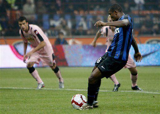 Italia: Inter gana 5-3 al Palermo y se aleja en liderato