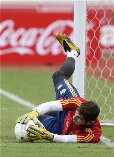 Arquero Casillas impone récord de partidos con selección española