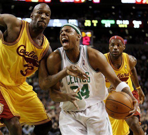 Pierce anota 29; los Celtics se acercan a los Cavaliers