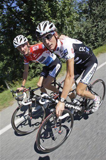Schleck busca la forma de superar a Evans en el Tour