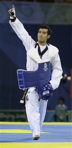 Pérez da a México su primera medalla de oro en Beijing