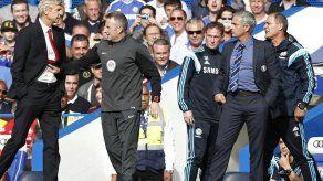 Empujones entre Wenger y Mourinho en duelo Chelsea - Arsenal