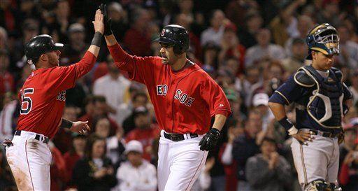 MLB: Medias Rojas 7, Cerveceros 6, 2do partido; jonrón de Lowell