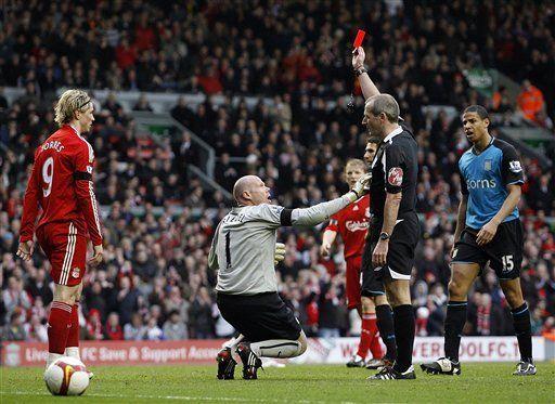 Inglaterra: Liverpool golea al Villa y le pisa los talones al United