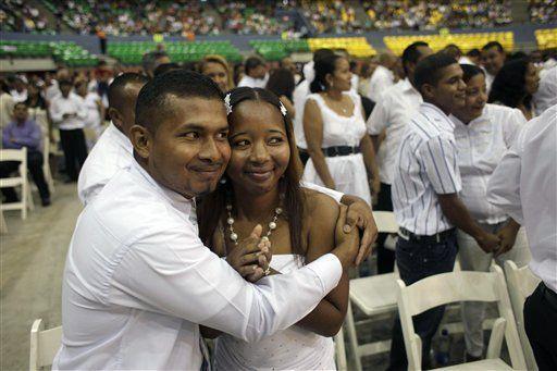 Manos de piedra Durán atestigua boda de 1.500 parejas en Panamá